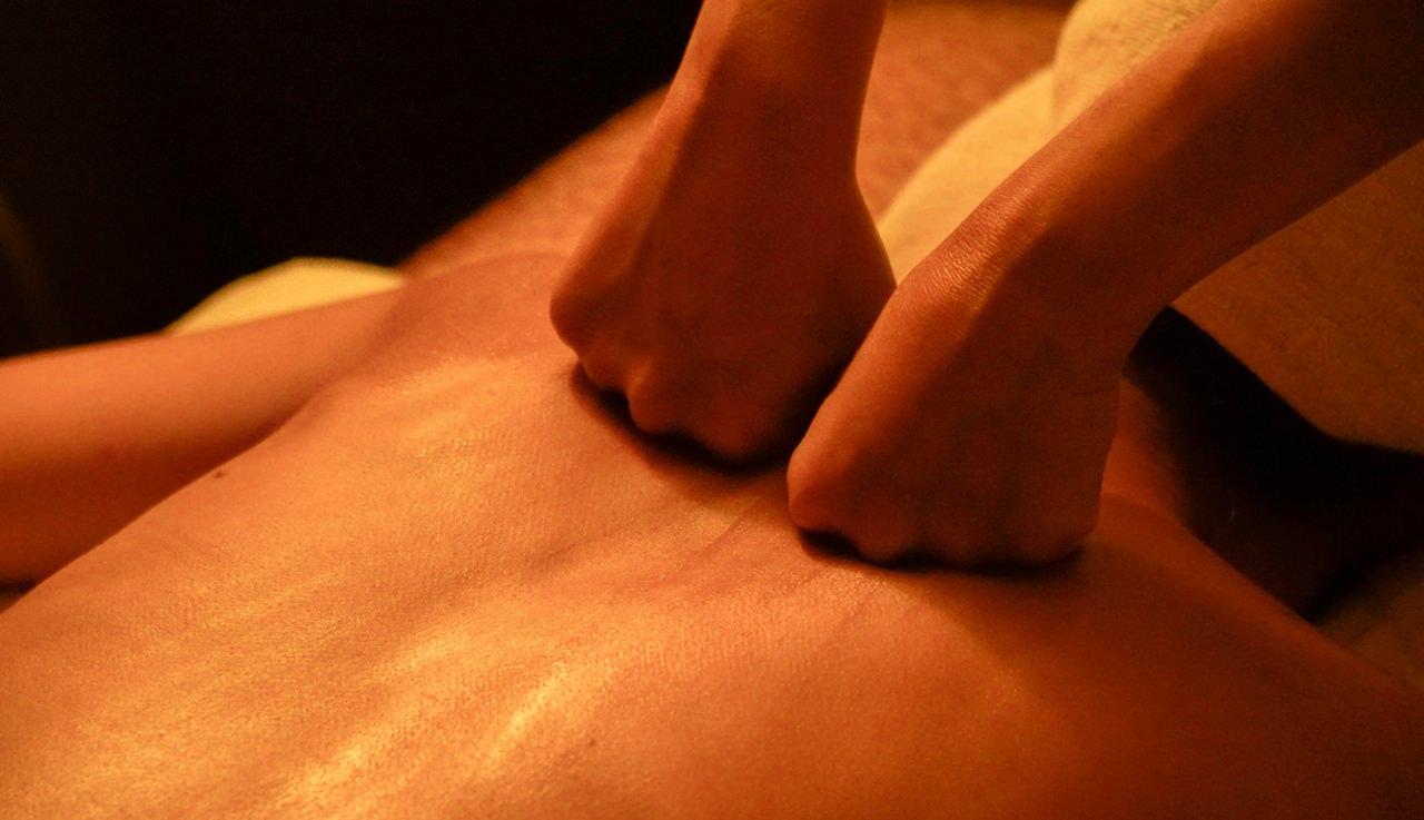 高雄芳療SPA- 舒緩身心疲憊 專屬你的頂級SPA!Tp&b芳療spa【美體塑身】部落客【美食好芃友】 - 高雄按摩,高雄spa推薦,按摩推薦